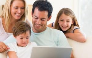 Familie laver hjemmeside